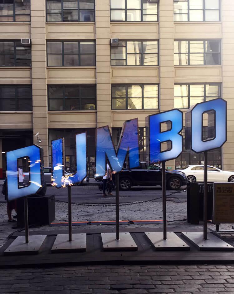DUMBO es un barrio del distrito de Nueva York de Brooklyn